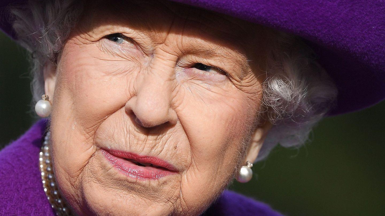 Isabel II con un maquillaje empolvado. (EFE)