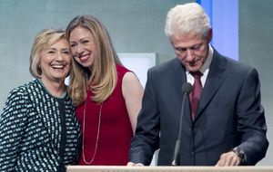Hillary y Bill Clinton serán abuelos en otoño