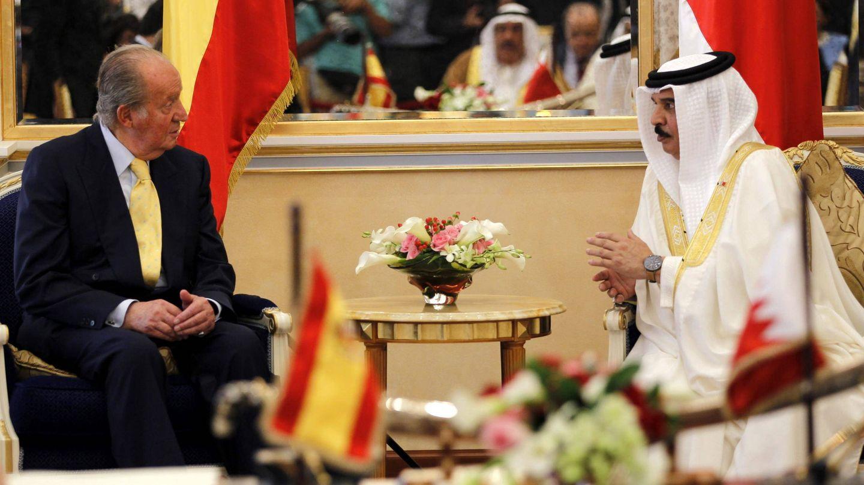 El rey Juan Carlos y el monarca de Baréin. (Getty)