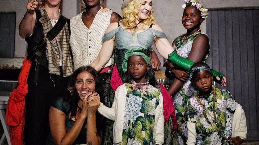 Foto: Madonna posa con sus seis hijos durante la celebración del su 59 cumpleaños. (Redes)