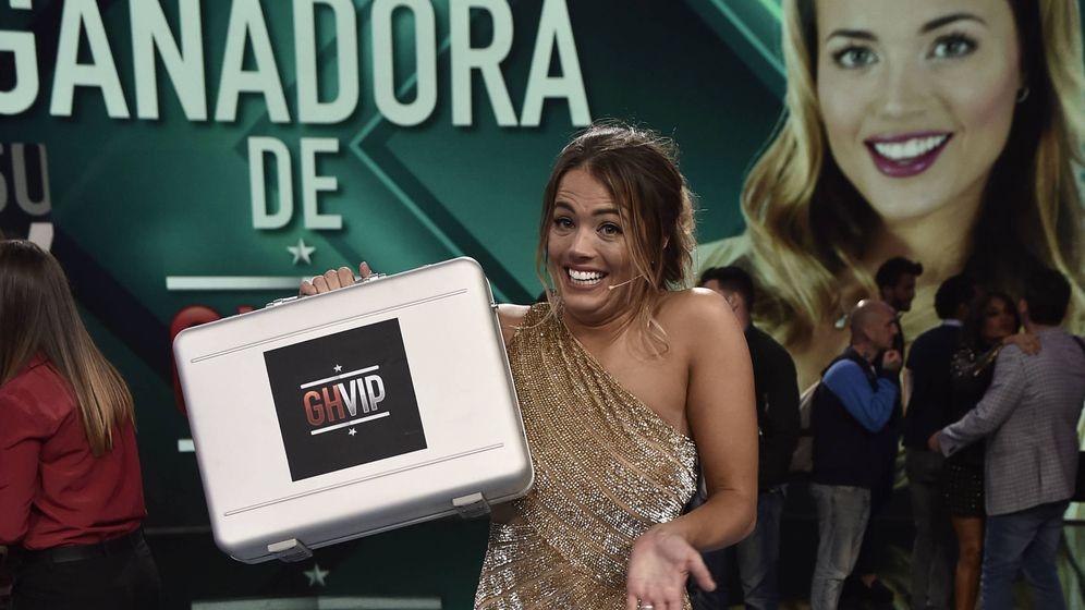 Foto: Aly posa con el maletín de 'GH VIP 5'. (Gtres)
