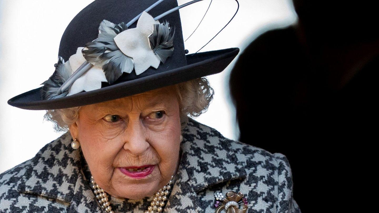 La reina Isabel II ha decidido dar un paso al frente. (EFE)