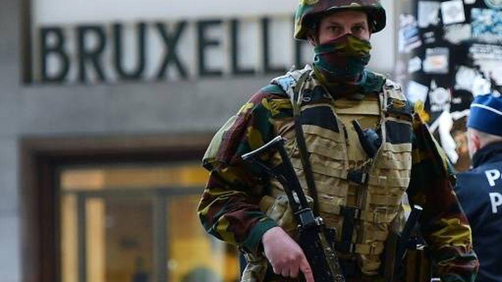 Foto: Un soldado vigila las calles de Bruselas. (Reuters)