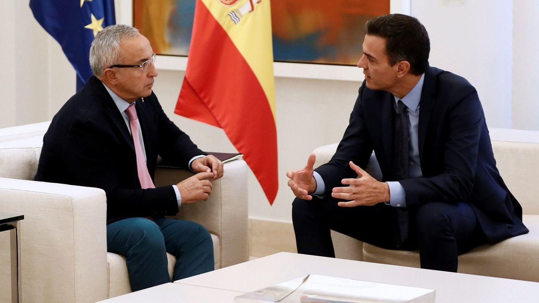 Alejandro Blanco junto a Pedro Sánchez en una reunión en La Moncloa. (EFE)