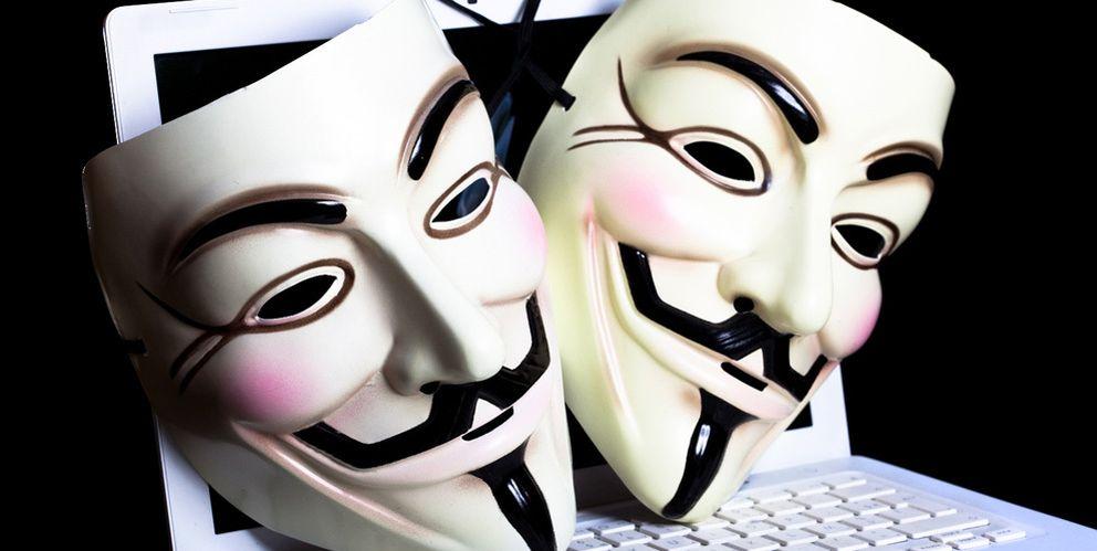 Foto: Como respuesta a la aprobación de la 'tasa Google', Anonymous ha 'hackeado' la web de AEDE