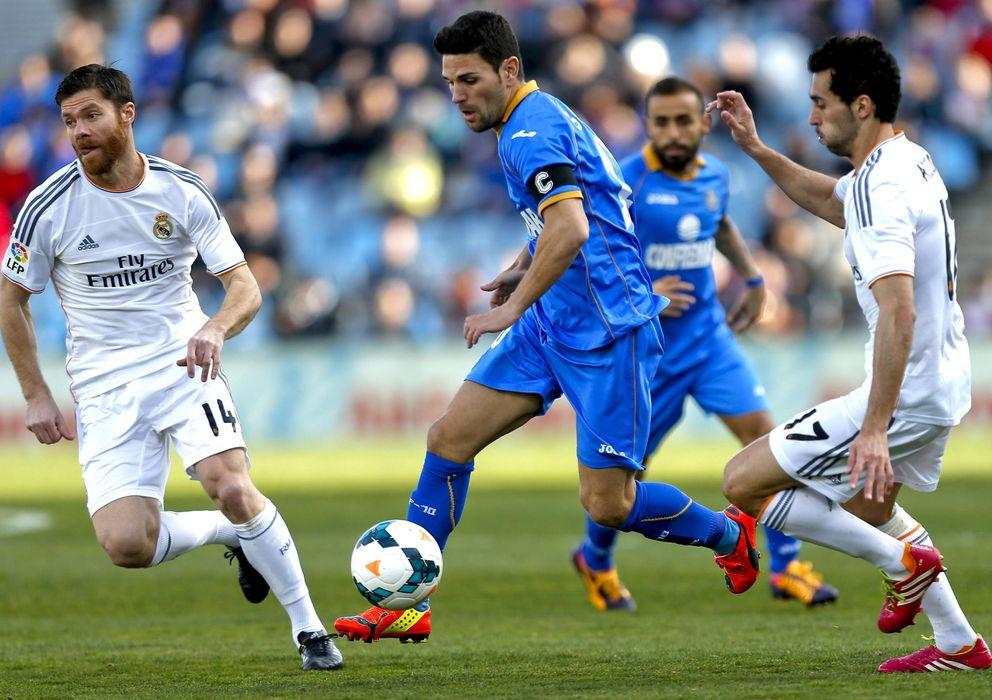 Foto: Xabi Alonso y Arbeloa, durante un partido de la pasada temporada (EFE)