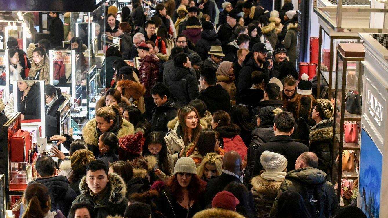 Foto: Cientos de personas abarrotan los comercios en el Black Friday de 2018 en Nueva York. (Foto: Reuters)