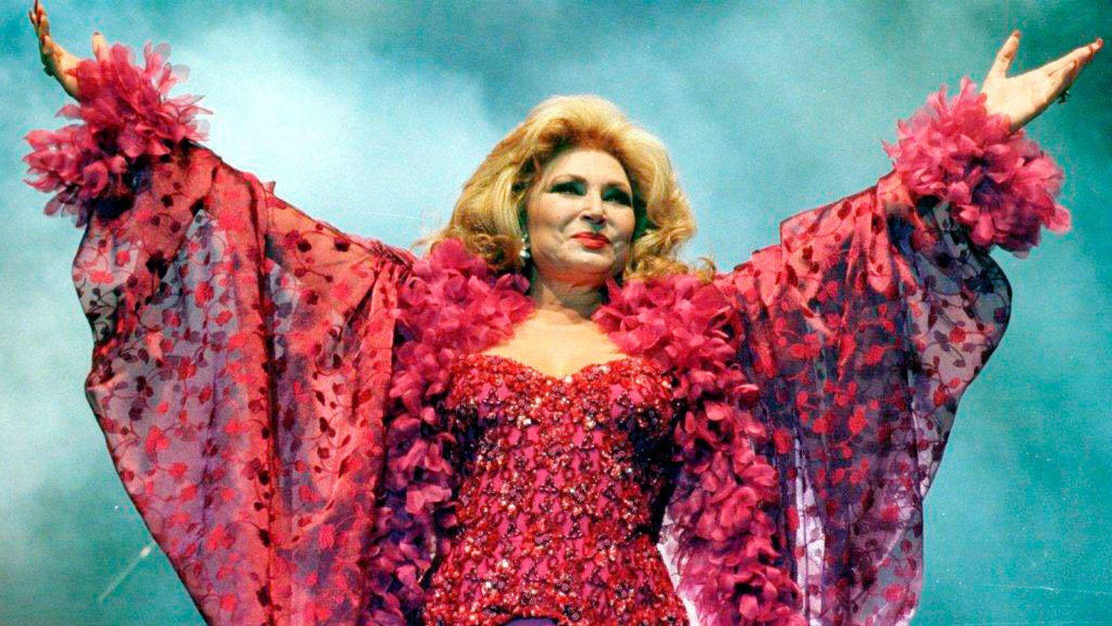 Foto: Rocío Jurado, durante una actuación. (EFE)