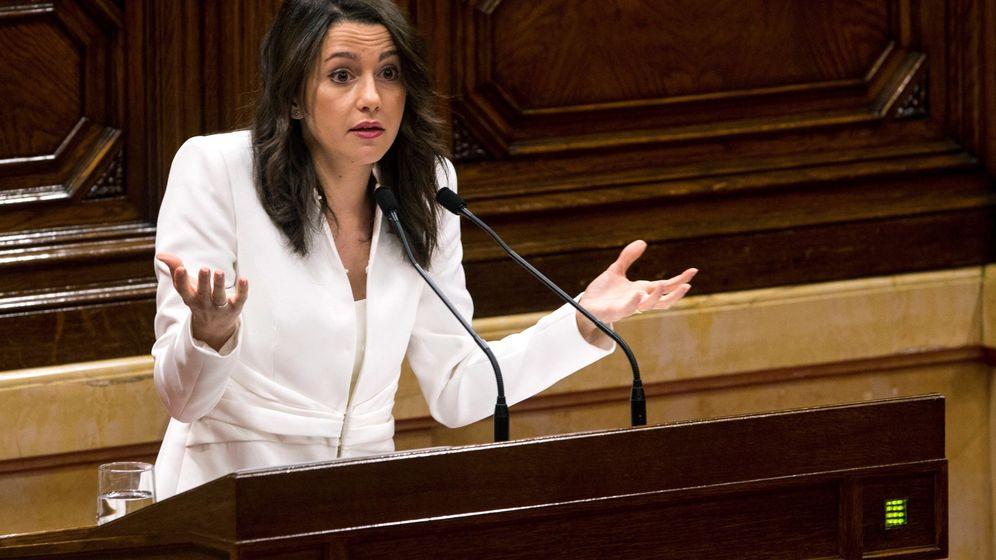 Foto: La líder de Ciudadanos, Inés Arrimadas durante su discurso en la primera sesión del debate de investidura de Quim Torra. (EFE)