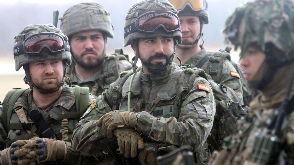 Foto: Militares españoles en maniobras en Letonia (EFE)