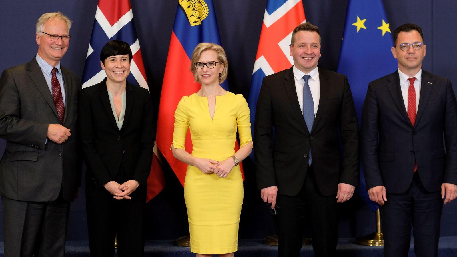 Foto: De izquierda a derecha, el director de Asuntos Europeos del Ministerio de Asuntos Exteriores (EFTA), Henri Gétaz, la titular noruega de Asuntos Exteriores, Ine Marie Eriksen Søreide y la ministra de Exteriores de Liechtenstein. (EFE)