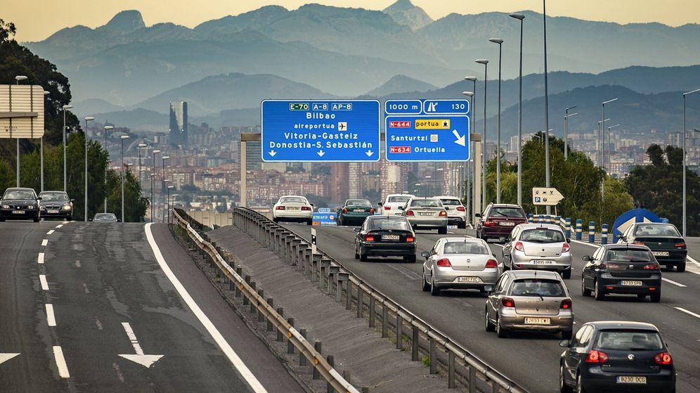 Foto: El suceso tuvo lugar en la autopista AP-68 que une Bilbao con Logroño y Zaragoza (EFE/Javier Zorrilla)