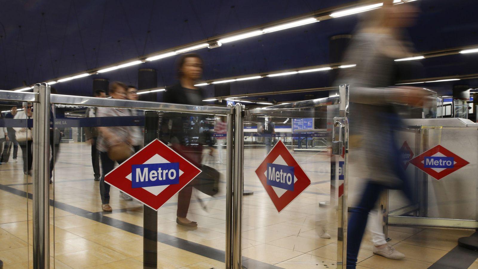 Foto: Imagen de archivo de una de las entradas del metro de Madrid. (EFE)