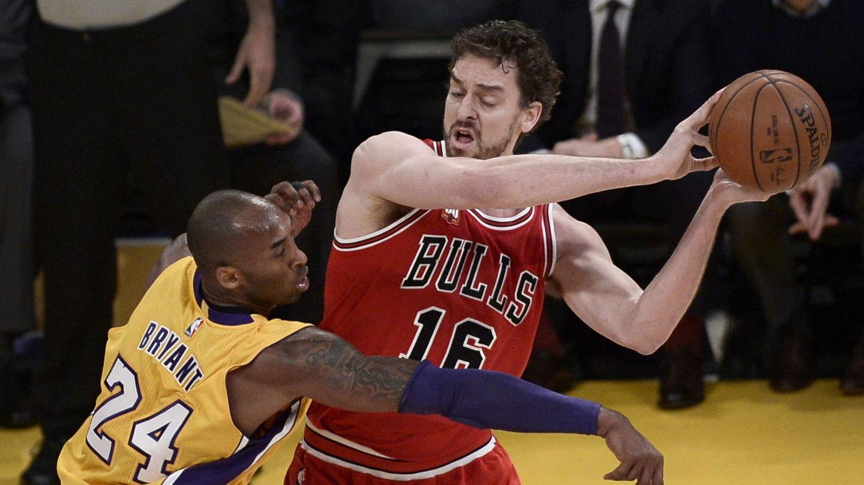 Pau y Kobe frente a frente. (EFE)