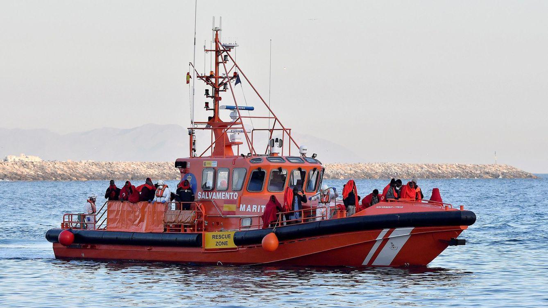 Rescatan a 100 personas de tres pateras en el mar de Alborán