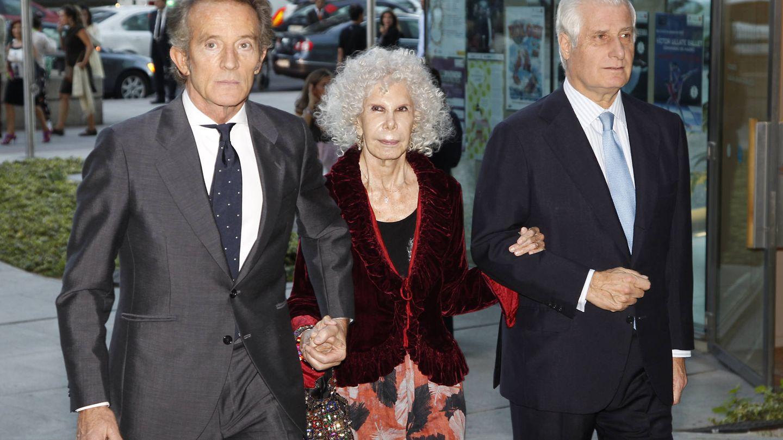 La duquesa de Alba con su hijo Carlos y Alfonso Diez en una imagen de archivo (Gtres)