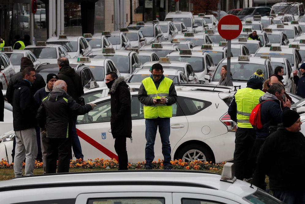 Foto: La huelga de taxistas ha repercutido en las ventas de los comerciantes. (EFE)