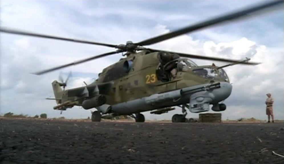 Foto: Una fotografía del 6 de octubre muestra a un helicóptero ruso en un aeródromo cercano a la ciudad de Latakia (Reuters).