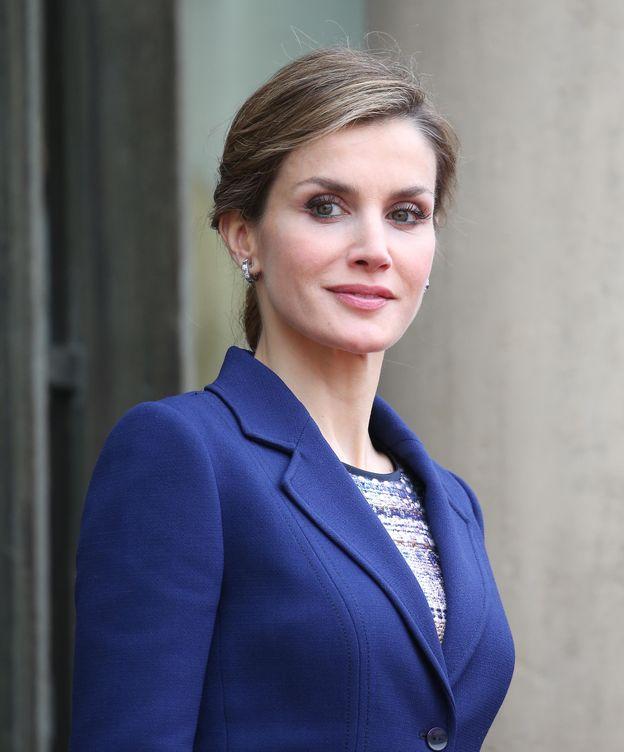 Foto: La Reina a su llegada a Francia (Gtres)