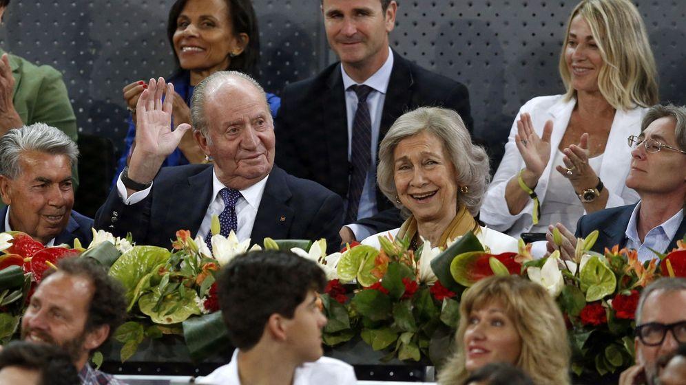 Foto: Los eméritos, felices en el tenis. (EFE)