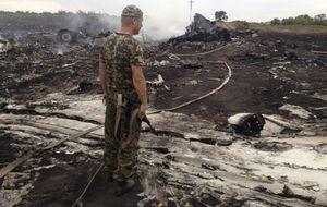 El avión siniestrado en Ucrania recibió el impacto de un misil