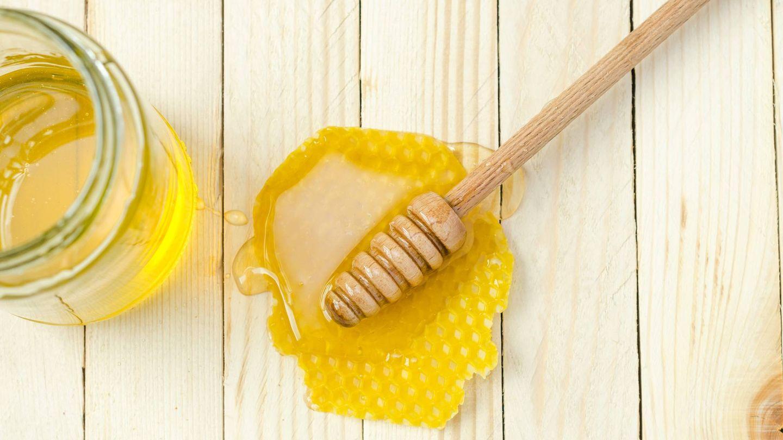 Adelgaza con un sencillo truco, una cucharada de miel. (Alexander Mils para Unsplash)