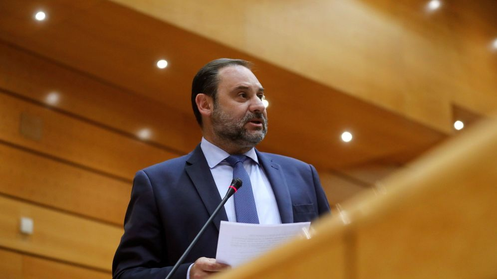Foto: El ministro de Fomento, José Luis Ábalos, durante la sesión del pleno del Senado. (EFE / Juan Carlos Hidalgo)