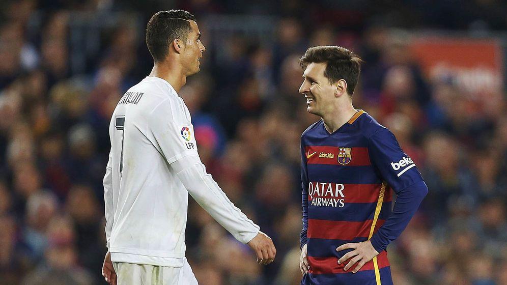 Foto: Messi y Cristiano no se verán las caras hasta agosto en la Supercopa de España. (EFE)