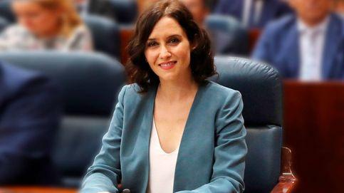 Isabel Díaz Ayuso y su prenda de la suerte (su mejor aliado working)