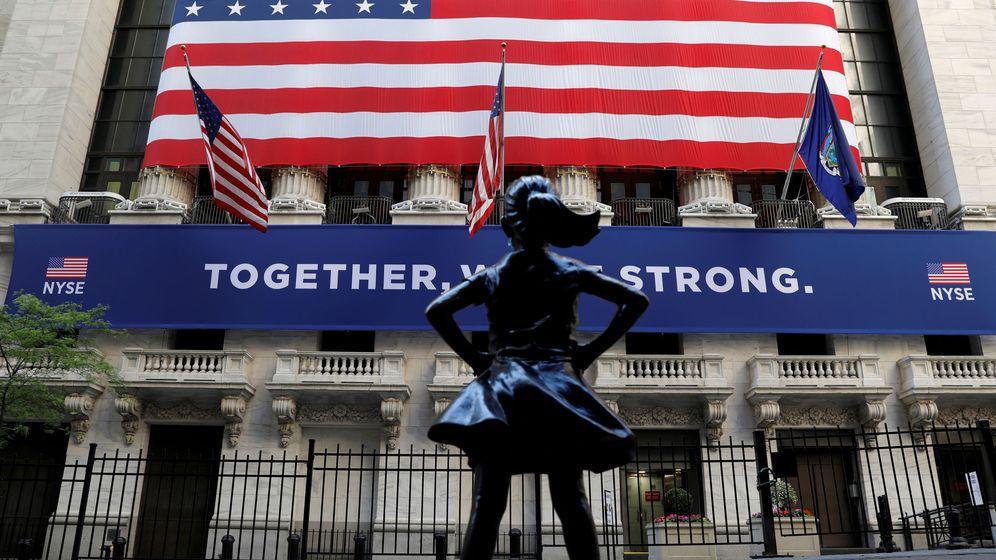 Foto: La 'Fearless Girl' de Wall Street, frente a la Bolsa de Nueva York. (Reuters)