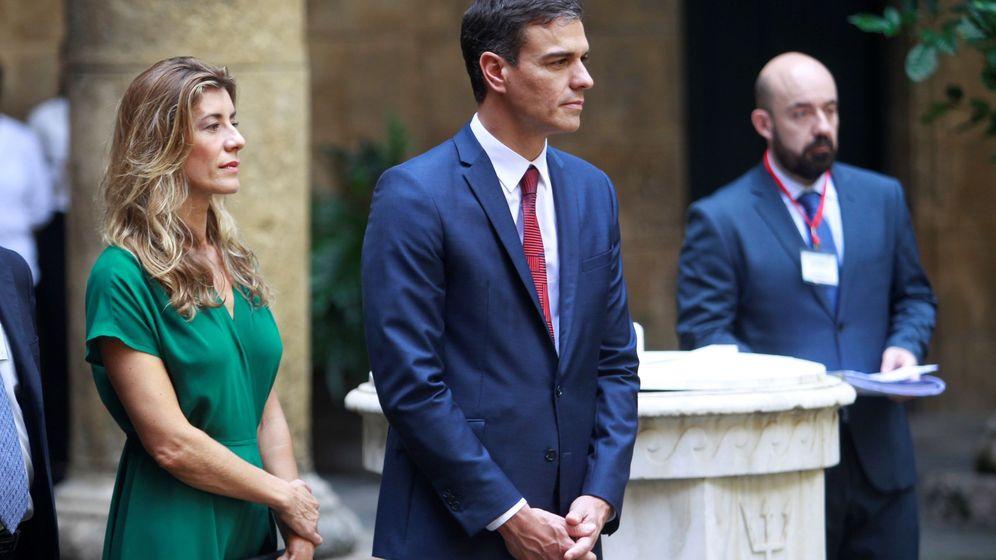 Foto: Pedro Sánchez junto a su esposa, Begoña Gómez, en Cuba. (EFE)