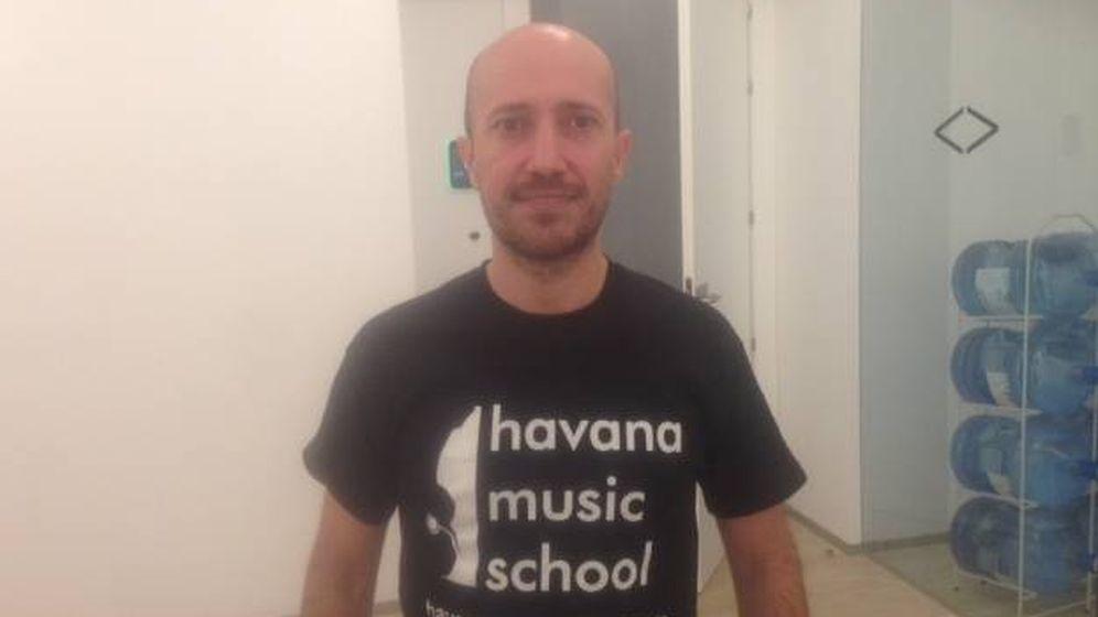 Foto: Miguel Freijo, de bróker a músico en La Habana. (D.B.)