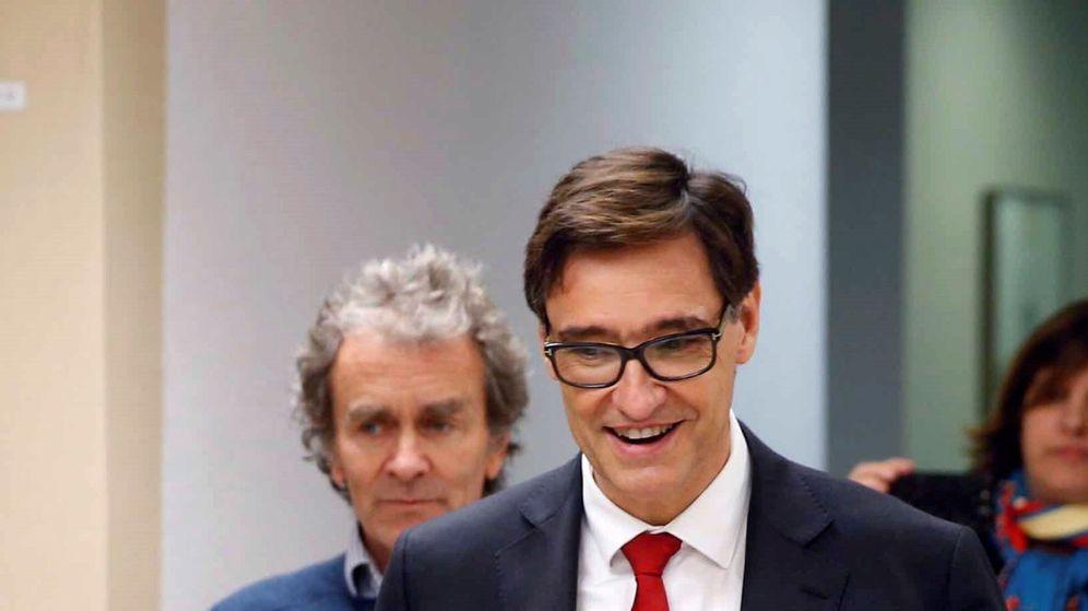 Foto: Salvador Illa y Fernando Simón, en una imagen del 5 de marzo, el mismo día en que se reunieron con los líderes evangélicos. (EFE)