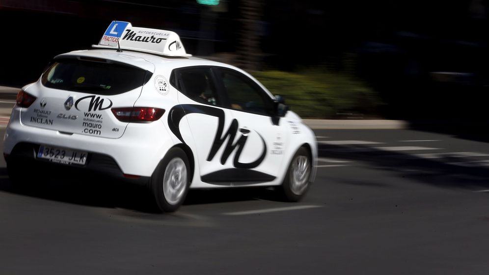 Foto: Un coche de autoescuela en Valencia. Foto: EFE Kai Forsterling