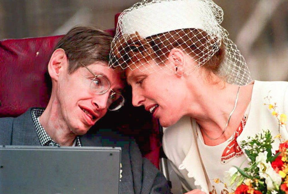 Foto: Stephen Hawking y su segunda esposa, Elaine Mason. (Gtres)