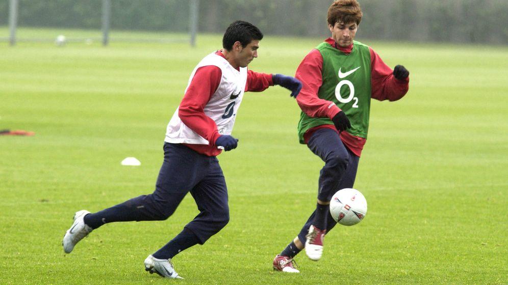 Foto: José Antonio Reyes y Cesc Fàbregas en su etapa en el Arsenal. (Reuters)