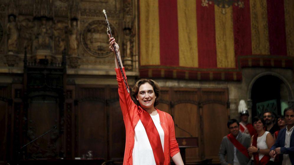 Foto: Ada Colau tomando posesión de su cargo como alcaldesa de Barcelona. (Reuters)