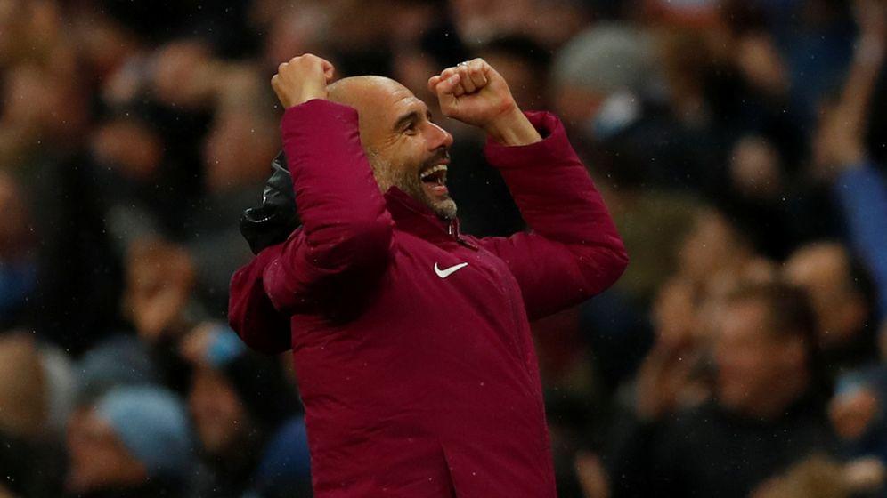 Foto: Pep Guardiola celebra un gol del Manchester City en la Premier. (Reuters)