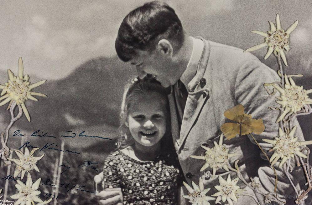 Foto: Hitler junto a la niña judía, Rosa Nienau, durante la celebración del cumpleaños de ambos en Berghof, el 20 de abril de 1933. (EFE)