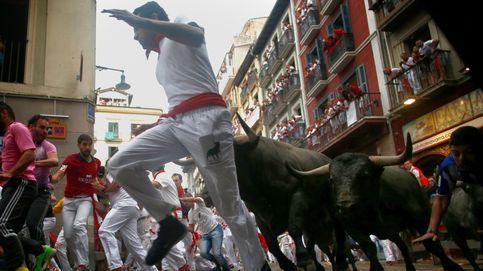Dos heridos por asta de toro en el multitudinario encierro de Sanfermines