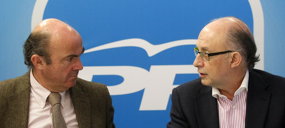 Foto: Los ministros Luis de Guindos y Cristóbal Montoro (Reuters)