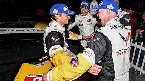 Foto: Antonio García junto a sus compañeros de Chevrolet.