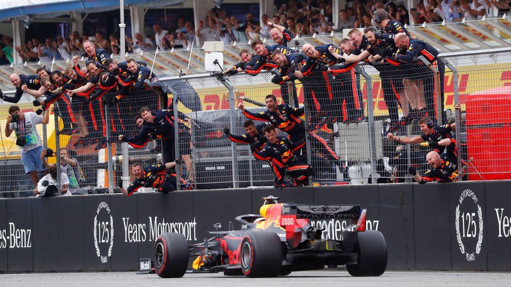 Foto: Verstappen cruza la línea de meta en el GP de Alemania. (Reuters)