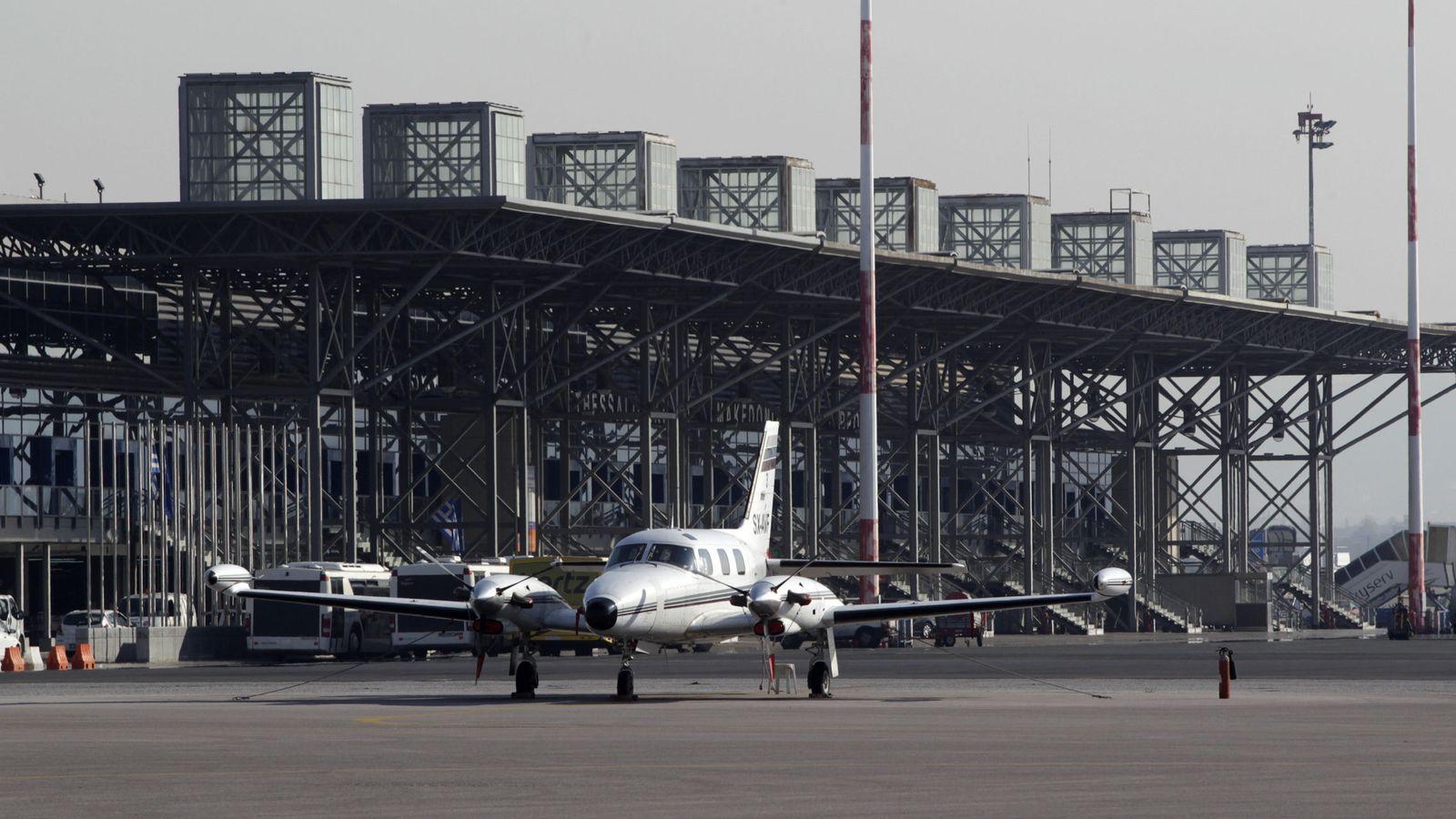Foto: Un avión en el aeropuerto de Tesalónica. (Reuters)