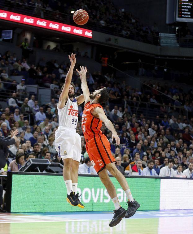Foto: Llull acabó con 16 puntos y 13 asistencias contra el Valencia Basket (ACB Photo/A. Villalba)