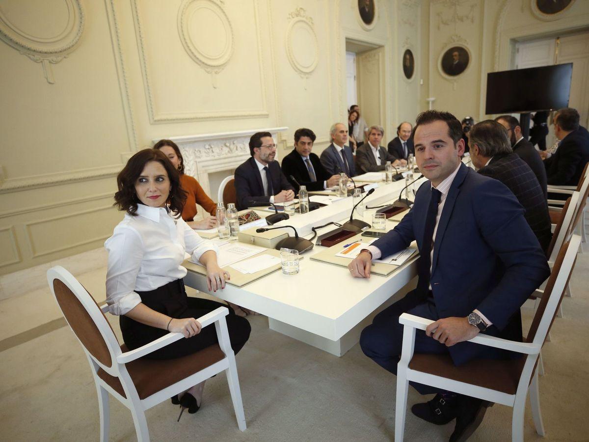 Foto: Ayuso y Aguado, en la reunión del Consejo de Gobierno extraordinario del 9 de marzo. (EFE)