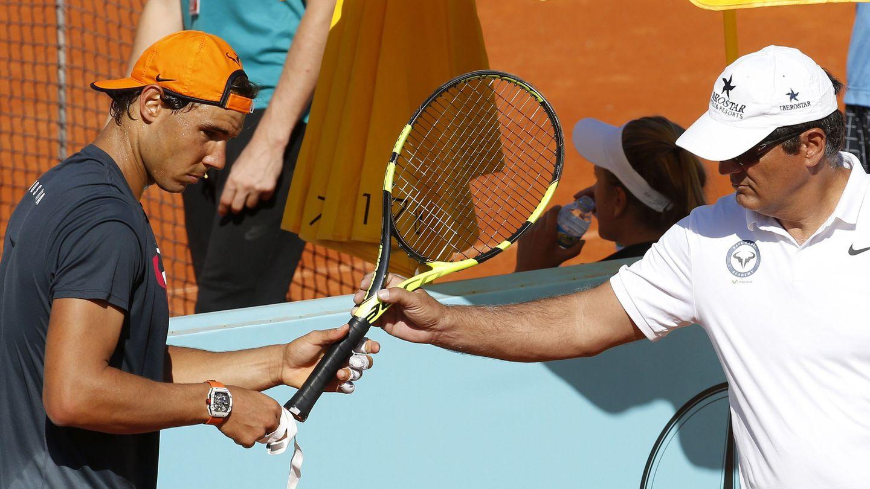 Rafa Nadal, junto a Toni Nadal, durante un entrenamiento. (EFE)