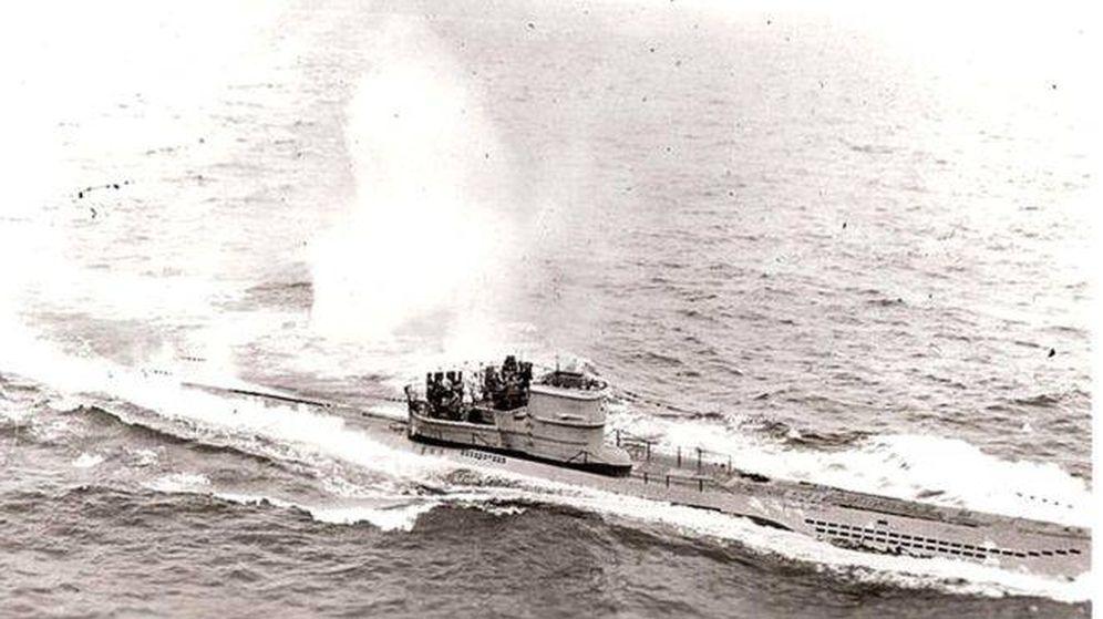 Foto: Una de las últimas imágenes del U-966 Gut Holz antes de ser hundido. (BBC)