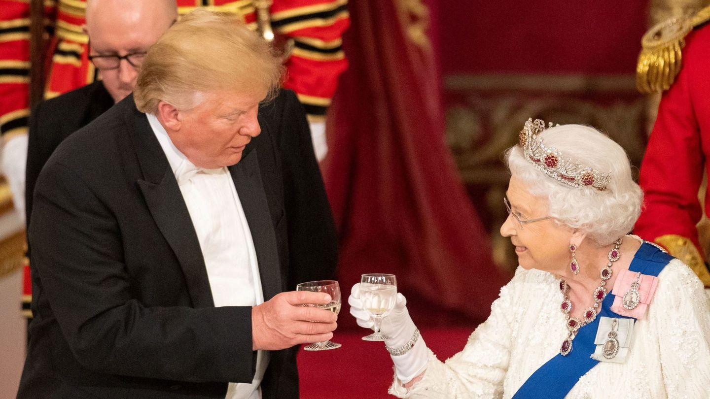 La reina Isabel y Donald Trump, durante la visita de Estado. (Reuters)