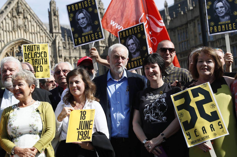 Foto: Jeremy Corbyn, líder del Partido Laborista británico, durante una protesta contra la represión policial en Orgreave en 1984, en Londres (Reuters).